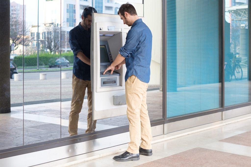 ниски такси за теглене от банкомат