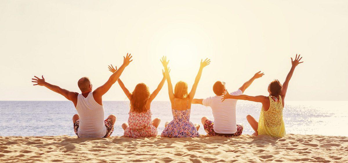 happy-friends-beach